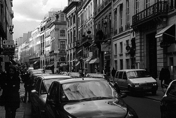 Paris_rue_st_honore_bw