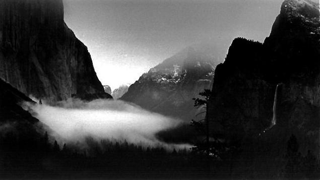 Yosemite Valley com cachoeira