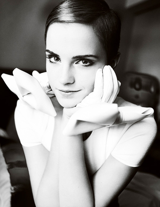 Emma-Watson-by-Mario-Testino-for-Vogue-UK-DesignSceneNet-03