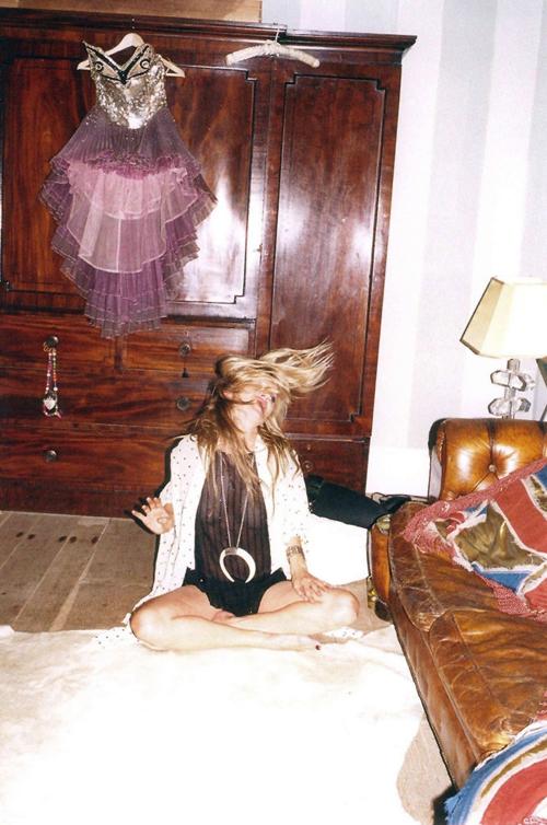 Kate-moss-self-service-december-2010-juergen-teller09